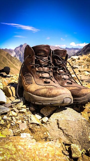hiking-941237_640
